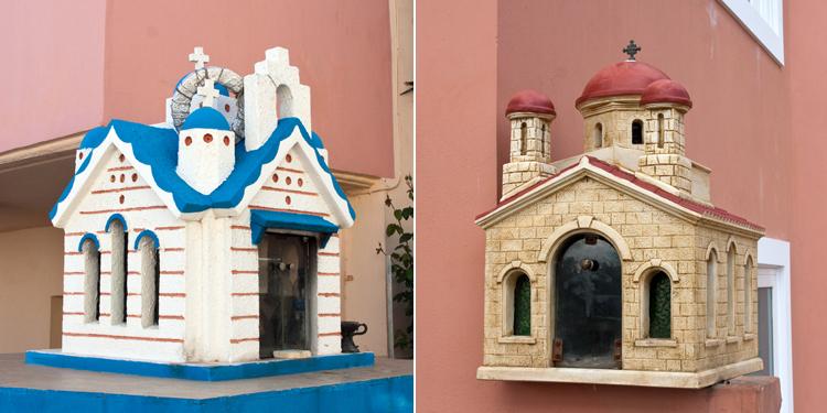 Pieniä kirkkoja talojen kupeessa. Näiden sisässä oli mm. kynttilöitä ja valokuvia.